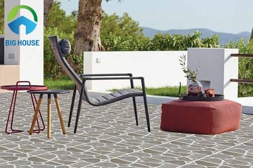 Top 5 chất liệu gạch lát sân vườn chống trơn tốt và hiệu quả nhất