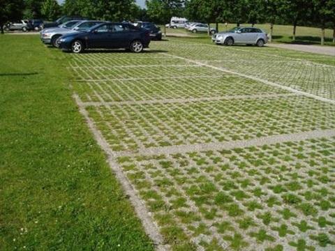 Tại sao nên lựa chọn gạch lát sân vườn trồng cỏ cho kiến trúc hiện đại?