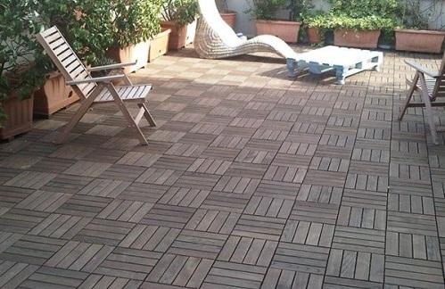Có nên dùng gạch giả gỗ lát sân vườn không? Tư vấn chi tiết nhất